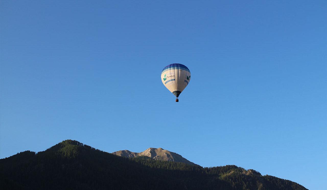 voler en montgolfière dans les alpes