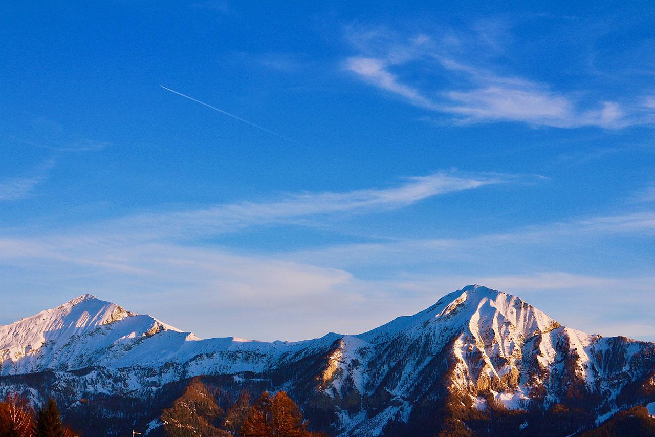 panorama exceptionnel sur les montagnes des alpes